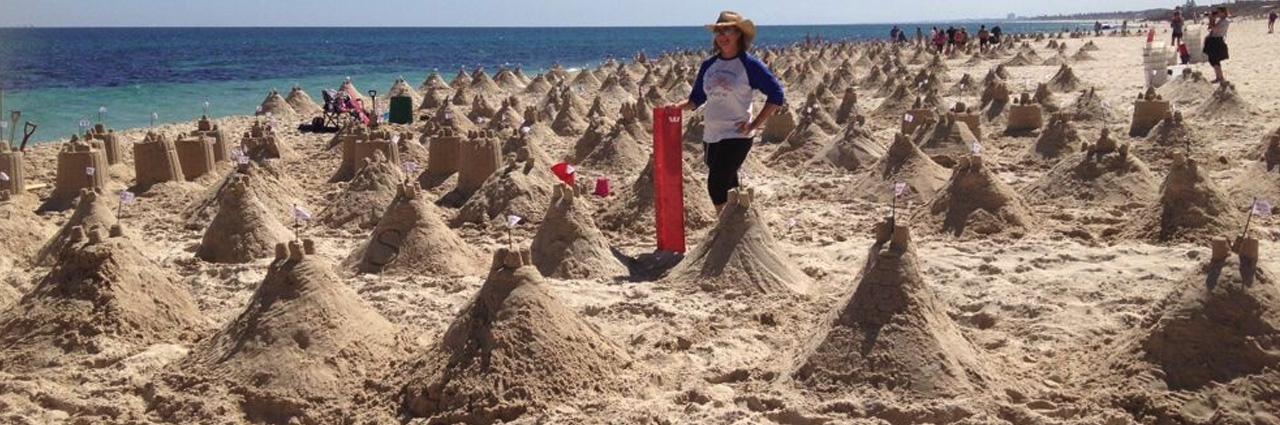 Guinness World Record Attempt –most sand castles in one hour- Sculpting Sand – Jennifer Rossen