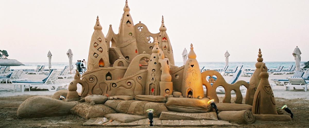 Jumeirah Beach Hotel – ology castle – Sculpting Sand – Jennifer Rossen